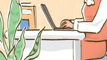 Oficinista en su escritorio