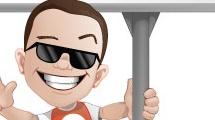 Hombre sonriente con cartel