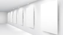 Carteleras y marcos en blanco con luces superiores
