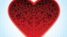 Corazón rojo adornado