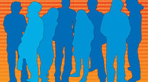 Grupo de personas en azul