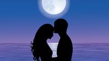Pareja a la luz de la luna