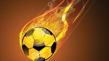Pelota de fútbol cayendo con fuego rodeandola
