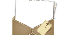 Sobre marrón con papel y etiqueta colgando