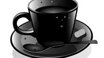 Taza de café negra con humo